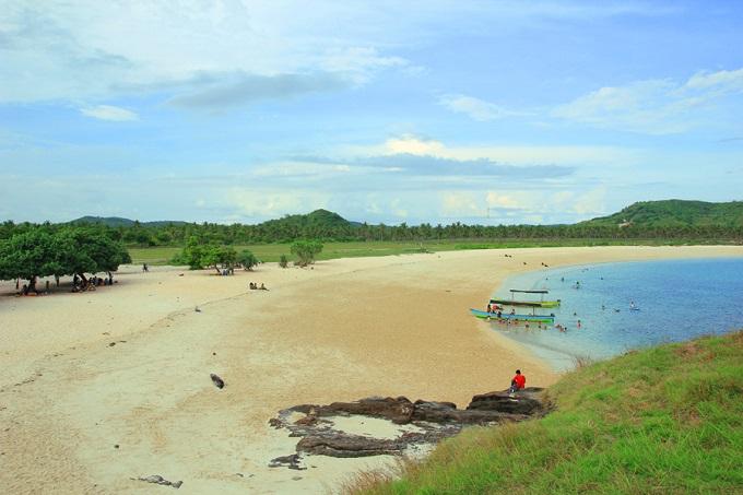 Indahnya Pantai Tanjung Aan di Lombok