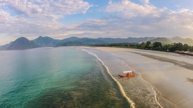Keindahan Pantai di Lombok blog reservasi com