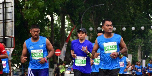 Keren, Gubernur NTB Taklukkan 21K Lombok Marathon 2016
