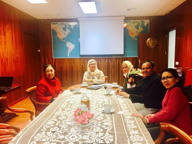 Photo of KBRI Madrid Fasilitasi Batik Solo Pameran di Intergift