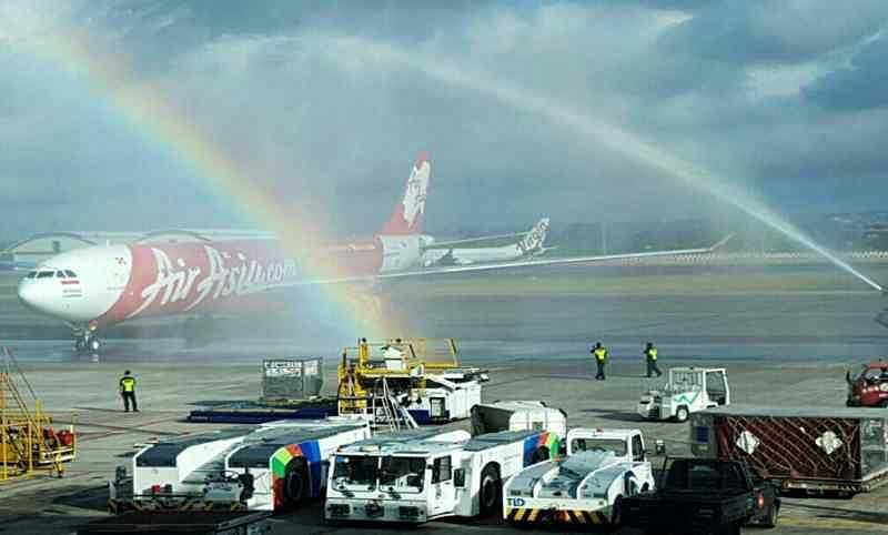 Photo of Pendaftaran Perdana Air Asia Dari Narita Disambut Water Canon Di Ngurah Rai