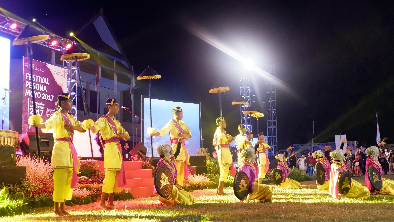 Photo of Pelajar Sumbawa Meriahkan Pembukaan Pesona Festival Moyo 2017