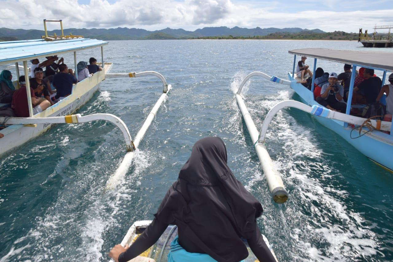 Photo of Pulau Kecil Dan Indah Lombok Barat Ini Temani Famtrip Hari Pertama Genpi Lombok Sumbawa