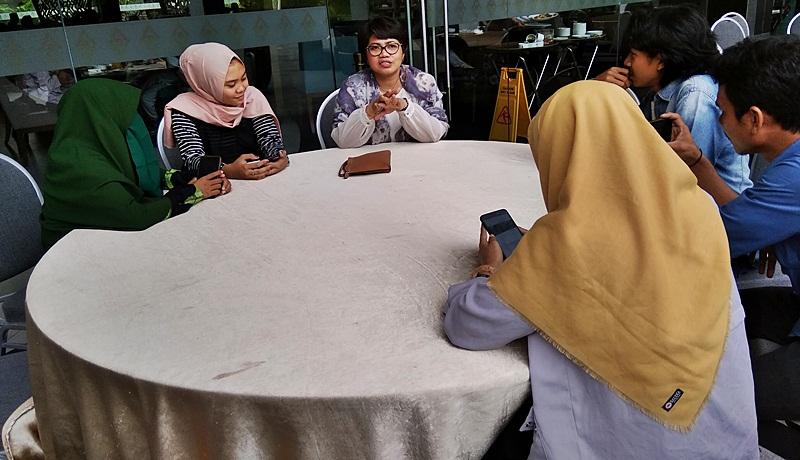 Weni Kristanti - GM Aruna Resort Senggigi bersama anggota GenPi Lombok Sumbawa