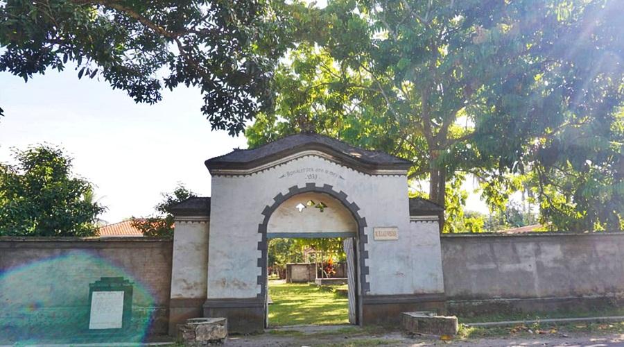 Gerbang Gedeng Beleq yang sampai kini masih terawat baik