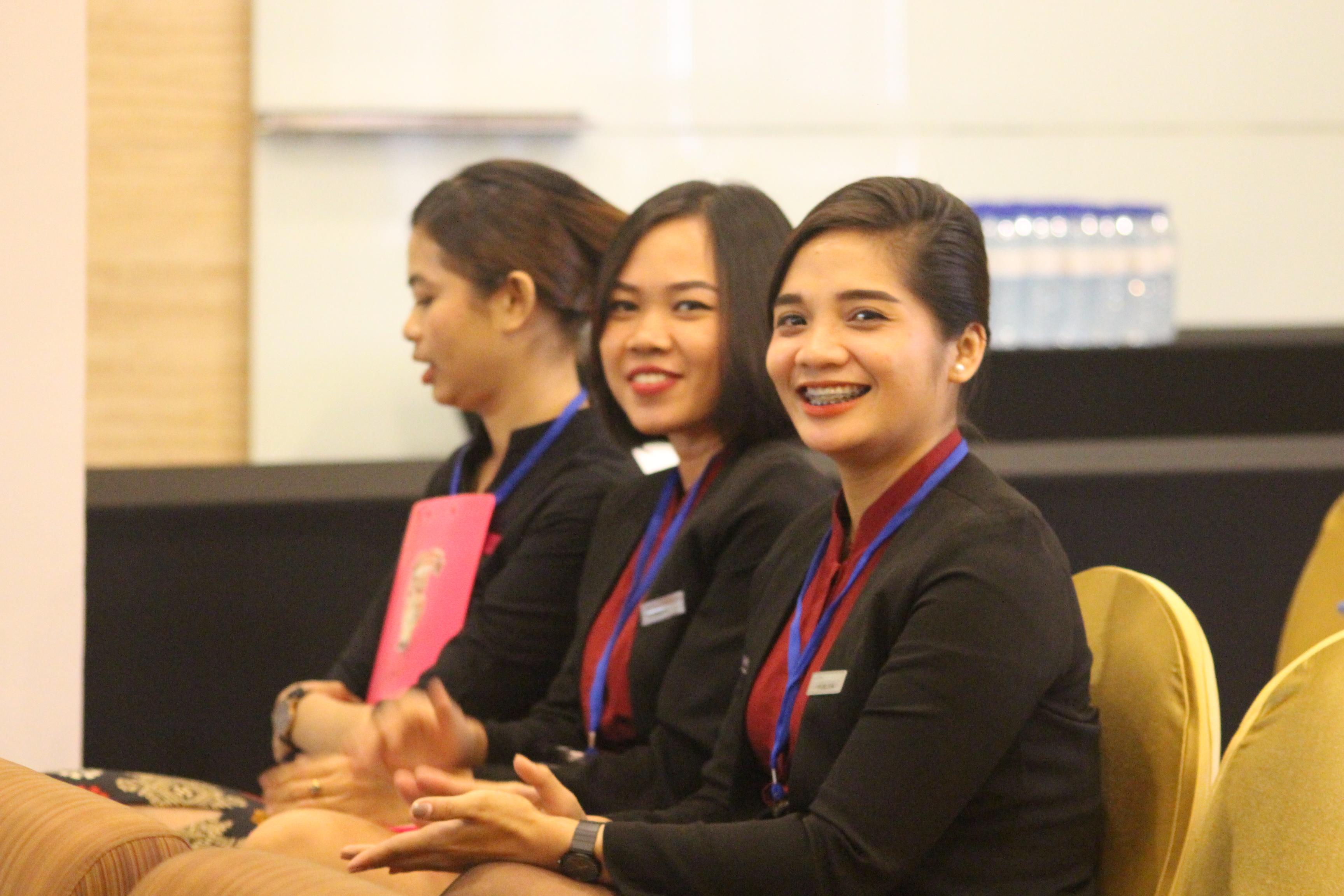 Ida Ayu Nyoman Febrianti (duduk di tengah)