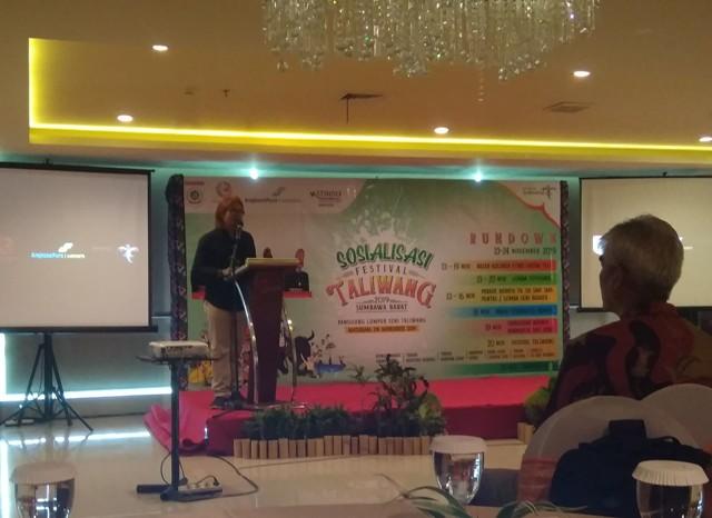 Asisten Sutradara, Pincuk Suroto, mewakili Tim ISI Surakarta