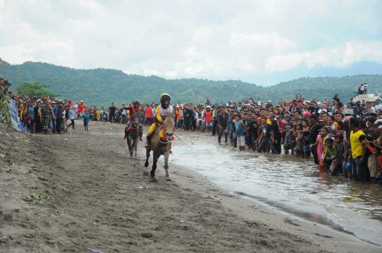 Pacuan Kuda Bima Di Pantai Papa