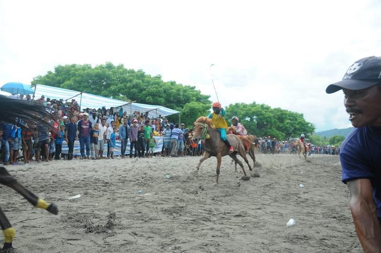 Photo of Kejuaraan Pacuan Kuda Pantai Papa, Bima