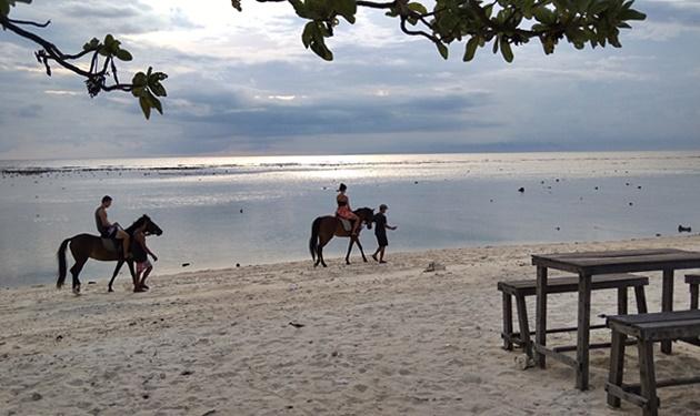 Berkuda Di Senja Gili Trawangan