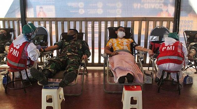 TNI, Staf Hotel dan pendonor lain di Donor Darah Hari Kesehatan Nasional