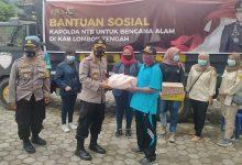 Photo of Korban Banjir Lombok Tengah Terima Bantuan Polda NTB