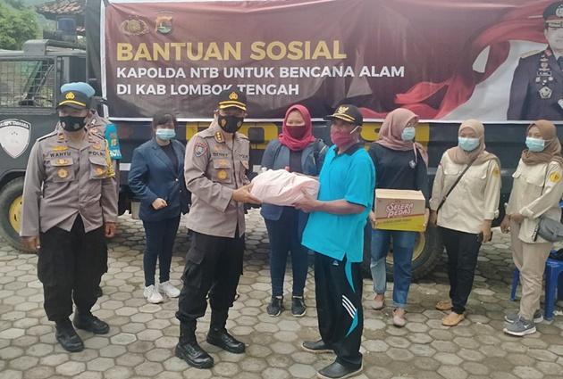 Polda Bantu Banjir Lombok Tengah