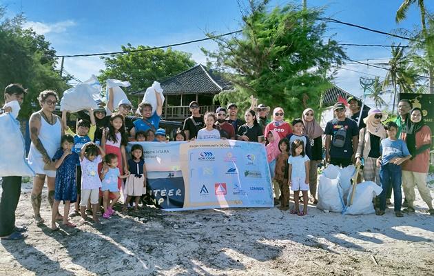 Volunteer Camp Beach Clean Up