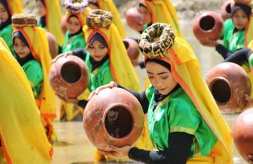 Keunikan dan khasnya Festival Taliwang, KSB, NTB.